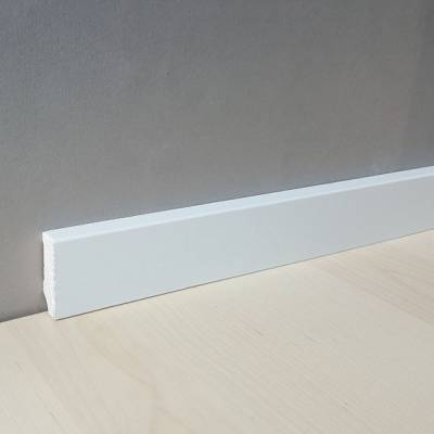 "Sockelleiste / Fußleiste ""Zwickau"" (Massivholz - Kiefer) 40 mm - Farbe: Kiefer deckend weiß lackiert"