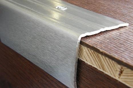 treppenkantenprofil_messing_edelstahl_treppenkantenmetall