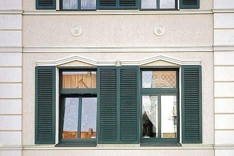 Fassade_Hausverkleidung_Fassadendeko_Gesims